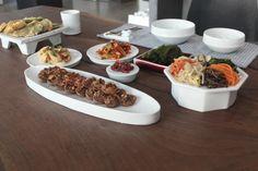 문도방 _ 문도방 그릇 한식 상차림 입니다 ^^ 문도방 팔각상 접시 입니다. 대/소 두가지 사이즈 있고요 모... Pottery Plates, Ceramic Plates, Ceramic Pottery, Dinner Plate Sets, Dinner Plates, Food Design, Kitchenware, Tableware, Serveware