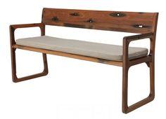banca con respaldo de madera natural
