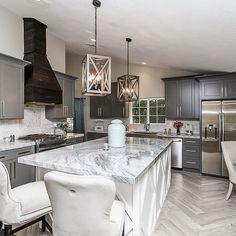 Flip Or Flop Vegas finished house! I love this house! Kitchen Dining Combo, Living Room Kitchen, Kitchen Design, Kitchen Ideas, Kitchen Redo, Home Renovation, Home Remodeling, White Decor, Home Decor Accessories