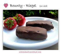 Make bounty bars yourself - low carb . a sweet low-carb snack without baking - very easy homemade Low Carb Sweets, Low Carb Desserts, Healthy Desserts, Raw Food Recipes, Low Carb Recipes, Low Carb Köstlichkeiten, Law Carb, Vegan Protein Bars, Sweet And Low