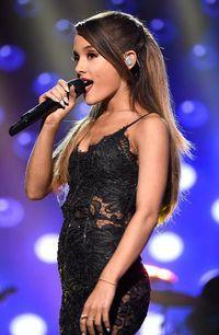 Ariana Grande AMAs Just beautiful! Adriana Grande, Ariana Grande Fotos, Dangerous Woman Tour, Star Wars, Queen, Teen Vogue, Hot Dress, Role Models, My Idol