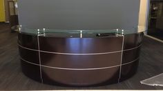 Make a solid first impression with Edeskco office reception desk. Our reception counter desk comes in every style and size to fit at your office space. Reception desk now available online. Reception Counter, Office Reception, Hospital Reception, Reception Furniture, Art Hub, Waiting Rooms, Online Furniture, Dental, Berlin