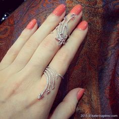 「 What do you think about a ring like this, quite cool, huh? Stylish Rings, Stylish Jewelry, Cute Jewelry, Bridal Jewellery Inspiration, Jewelry Trends, Gold Rings Jewelry, Bridal Jewelry, Fashion Rings, Fashion Jewelry