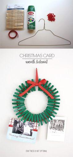 Corona navideña para colgar tus fotos y postales - craftinessisnotoptional.com