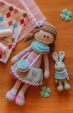 Saudades dos tempos de miúda, em que passava horas a brincar com as bonecas... as Nancy, as Barbie, os Nenucos, eu sei lá...  Naquele tempo (até parece que foi assim à tanto, eheheheh), já não havia espaço para as velhinhas bonecas de trapo, outras de palh...