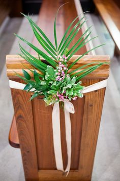 Simple and Stunning Wedding Pew Decoration Detail