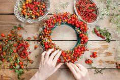 Přivítejte začínající podzim vlastnoručně vyrobeným věncem. Máme pro vás pár inspirací, jak to zvládnout snadno, rychle a levně.
