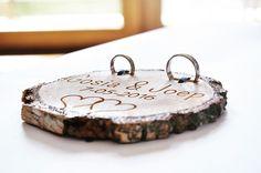 Przecudnej urody, unikatowa podkładka pod obrączki, wykonana z drewna :)  Dostępna w butiku ślubnym Madame Allure! Place Cards, Tray, Place Card Holders, Weddings, Wedding, Trays, Marriage, Board