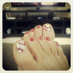 St. Louis Cardinals, baseball toenails :-) Baseball Toes, Baseball Nail Art, Cardinals Baseball, Beauty Ideas, Beauty Tips, Beauty Hacks, Hair Beauty, Mani Pedi, Pedicure