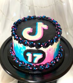 Tik Tok themed cake handmade by Taylor-Made Confections 14th Birthday Cakes, Unique Birthday Cakes, Bithday Cake, Birthday Cakes For Teens, Teen Birthday, 13th Birthday, Girl Cakes, Baby Cakes, Cute Cakes
