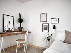 White home with warm details - via Coco Lapine Design ❥