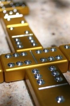 Gold Dominoes - learning how to place and highlight my dominoes