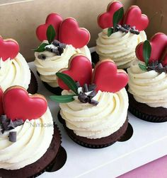 Valentine's Day Chocolate Cupcakes Decorated with Red Heart Sugar Cookies. Valentine's Day Chocolate Cupcakes Decorated with Red Heart Sugar Cookies. Cake Decorating Tips, Cookie Decorating, Mini Cakes, Cupcake Cakes, Just Desserts, Delicious Desserts, Desserts Nutella, Cupcake Recipes, Dessert Recipes