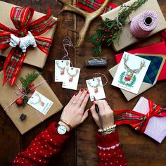 It's the season of giving, and we have the perfect exclusive gift set for you! Take advantage of free shipping, free returns, and free gift wrapping by ordering directly from danielwellington.com today! (Photo via IG: thegrovestreetpress)