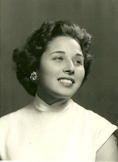 Born: Loubna Abd el Aziz August 1935 Cairo, Egypt Egyptian actress and writer. She left acting in the late and writes a weekly column in an English newspaper as she was a journalism major at the American University in Cairo before acting. Arab Actress, Egyptian Actress, Old Egypt, Cairo Egypt, Arab Celebrities, Celebs, Egyptian Movies, Egyptian Beauty, Fair Skin