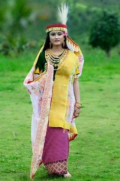 Women's Fashion, Fashion Outfits, Beauty Full Girl, Indian Beauty Saree, Tribal Art, Incredible India, Traditional Dresses, Nepal, Beautiful People