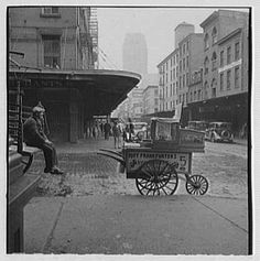New York City views. Vendor in lower Manhattan - before 1934
