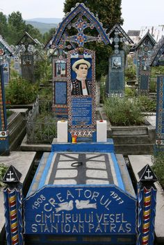 Discover The Merry Cemetery in Săpânța, Romania: A small town Romanian cemetery filled with darkly humorous gravestones. Cemetery Monuments, Cemetery Art, Vision Art, 17th Century Art, Old Cemeteries, Angel Statues, Art Sites, Buddhist Art, Luxor Egypt