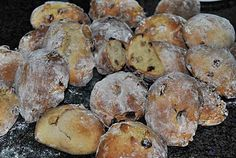 ao Portuguese Desserts, Portuguese Recipes, Portuguese Food, Bread Recipes, Cookie Recipes, Bread Pudding With Croissants, Biscuits, Bread Rolls, Sweet Bread