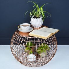 We love this curvaceous copper wire side table for its combination of stunning good looks and practicality. Copper Side Table, Wire Side Table, Copper Interior, Copper Highlights, Canapé Design, Copper Accents, Metal Furniture, Furniture Ideas, Furniture Design