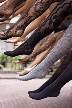 20 Money-Saving Ways to Reuse Old Pantyhose Don't throw away those torn nylons! Backstage Mode, Moda Vintage, Tight Leggings, Dress Me Up, Hosiery, Passion For Fashion, Ideias Fashion, Style Me, Winter Fashion