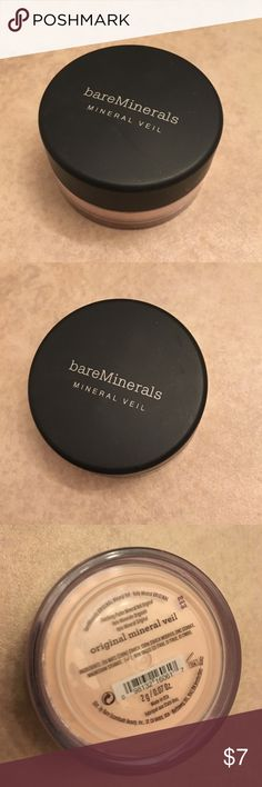 Original Mineral Veil *Full Container* Used once over my BM powder foundation, didn't think it did anything for me. I know some people love it.   Full container, clean. bareMinerals Makeup Face Powder