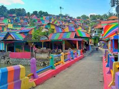 Rainbow Village: Indonesian Government Invests $22,467 To Paint 232 Slum Houses, And Result Is Amazing