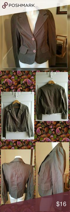 """🆕 Olive Green Blazer Olive/Army Green Blazer with brown buttons. Gently worn. Material is stretchy. Fitted Silhouette.   Measurements  Large = 10/12 Bust 38"""" - 39"""" Waist 30"""" - 31"""" Sleeve length 23.75"""" Inseam length 12.75"""" Length from shoulder to bottom 21""""  Get an additional 30% off when you purchase 3 or more using the bundle feature or make an offer. Always willing to negotiate. 🌼🌹🌼🌹🌼🌹🌼🌹 Forever 21 Jackets & Coats Blazers"""