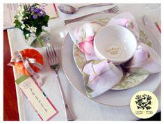 Detalhe mesa de almoço para festa em comemoração a bodas de pratas. #decoracaocasamento,#casamentodecor,#decoracaobodas,#bodasdeprata,#decordefesta,#festadecoracao,#decoracaomesadefesta,#decoracaodemesa,#mesadefesta,#arrumandoamesa,#mesaarrumada,#mesaposta,#tablesetting,#tablesettingdecor,#lunchtabledecor,#wedding, #miniwedding,#weddingdecor,#bride,#noiva