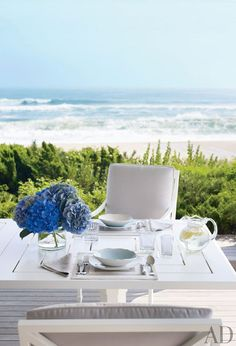 Eating outdoors is a delight. So dreamy when it's by the sea.