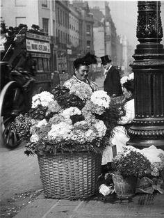 back-then:Flower ladies. London, 1907