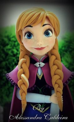 Frozen Anna Fondant Figure I Alessandra Caldeira - her work is flawless!