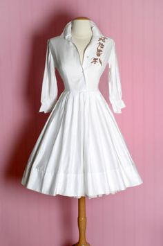 vintage dresses | vintage dress (a)..The chinese writing on the dress. Real or nothing? Wish I could read it.