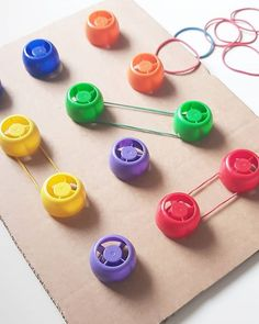 Fine Motor Work Station or Centre Activity Toddler Learning Activities, Montessori Activities, Infant Activities, Kids Learning, Montessori Materials, Preschool Crafts, Crafts For Kids, Preschool Age, Diy Pour Enfants