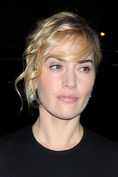 20 Latest Looks of Female Celebrities with Short Hairdos: Kate Winslet Angled Bob Hairstyles, Latest Short Hairstyles, Blonde Bob Hairstyles, Female Hairstyles, Bob Haircuts, Alison Sudol, Blonde Ombre, Blonde Balayage, Frauen Mittleren Alters