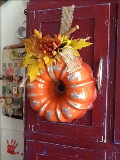 Halloween Garage Door Silhouette Pumpkin wreath made out of an old bundt pan. Thanksgiving Crafts, Fall Crafts, Holiday Crafts, Diy Crafts, Arts And Crafts, Acorn Crafts, Pumpkin Crafts, Upcycled Crafts, Summer Crafts