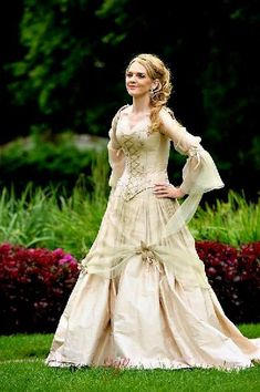 A wedding gown! What one may look like, at least for Raianne --- Medieval wedding dresses, Fairy & Celtic wedding dresses by Rivendell Bridal in the UK. Viking Wedding Dress, Renaissance Wedding, Pirate Wedding Dress, Celtic Wedding Dresses, Renaissance Fairy, Steampunk Wedding Dress, Pirate Dress, Old Dress, Medieval Dress