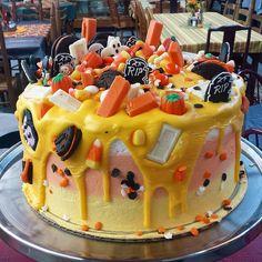 Idée gâteau halloween et biscuits halloween Halloween Desserts, Halloween Birthday Cakes, Holiday Desserts, Halloween Treats, Halloween Halloween, Halloween Goodies, 70th Birthday, Holiday Recipes, Biscuits Halloween