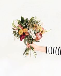 Wedding Flower Arrangements These spring time flowers are giving us a spring in our step. The perfect wedding bouquet idea. Holding Flowers, My Flower, Wild Flowers, Beautiful Flowers, Giving Flowers, Flower Types, Flower Colors, Beautiful Bride, Arte Floral