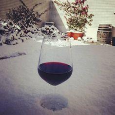 Abbiamo trovato il modo di riscaldarci in questi giorni di freddo e neve...un buon bicchiere di #vino rosso mentre il sole del Salento riprende il commando. ❄☀⛄🌞 #lusule #herecomesthesun #vinorossofabuonsangue #cartolinesalentine #winelovers #sole☀️ #riscaldiamoci #mammachefreddo