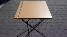 Het meeste wat we hebben gedaan is tafels en stoelen klaarleggen voor de proefexamens. Het ging efficïent, behalve bij de tafels met zwarte poten (die waren zwaar en irritant).