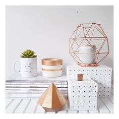 A little rose gold decor for the office. Rose Gold Rooms, Rose Gold Decor, Decoration Inspiration, Room Inspiration, Deco Rose, Room Goals, Deco Design, Home And Deco, Home Interior