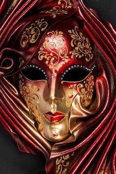 Red Siderea Red Siderea authentic venetian mask in papier mache with leather decoration. Handcrafted according to the original Venice carnival tradition. Manufactured in Venice by the famous venetian masters. Each item is provided with certificate of authenticity. Dimensions: 64