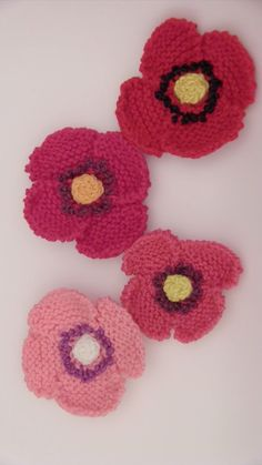 Knit a Poppy Flower - Video Tutorial by Studio Knit. Free, easy for beginning knitters.