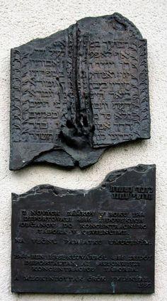 synagoga Židovska Ortodoxna synagoga bola zasiahnuta bombovým utokom pocas druhej svetovej vojny. Zvlastnostou bolo, ze jej veze a ...
