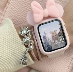 omg Mickey mouse I can't 🌺🌺 I love this Apple watch case it's so cute 🧃.omg Mickey mouse I can't 🌺🌺 I love this Apple watch case it's so cute 🧃 Apple Watch Accessories, Iphone Accessories, Pink Accessories, Things To Buy, Girly Things, Telefon Apple, Ring Armband, Apple Watch Fashion, Accessoires Iphone