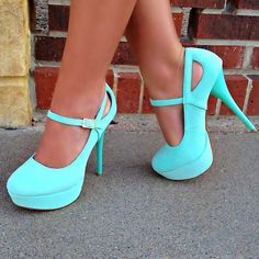 Have to say..One of the rare occasions I actually like this colour.. These are cute!!