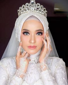 Hijabi Wedding, Wedding Hijab Styles, Muslimah Wedding Dress, Disney Wedding Dresses, Muslim Brides, Pakistani Wedding Dresses, Wedding Poses, Dream Wedding Dresses, Wedding Bride