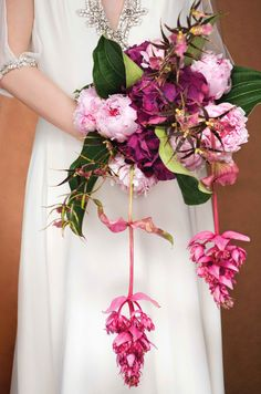Now THIS is what you want for a wedding bouquet. Absolutely stunning.