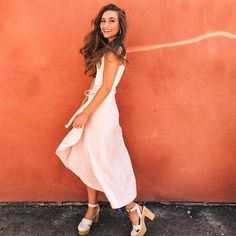 Love this blush pink maxi shirt and tank combo with clogs! Dress Me Up, Pink Dress, White Dress, Pink Maxi, Skirt Outfits, Dress Skirt, Cute Outfits, Kristin Johns, Spring Summer Fashion